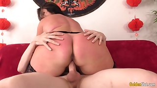 A Hard Pussy Pounding That Succulent Mature Leylani Wood Is Sure hither Enjoy